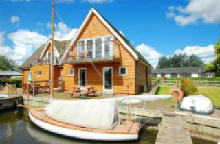 Property & boat on the Norfolk Broads