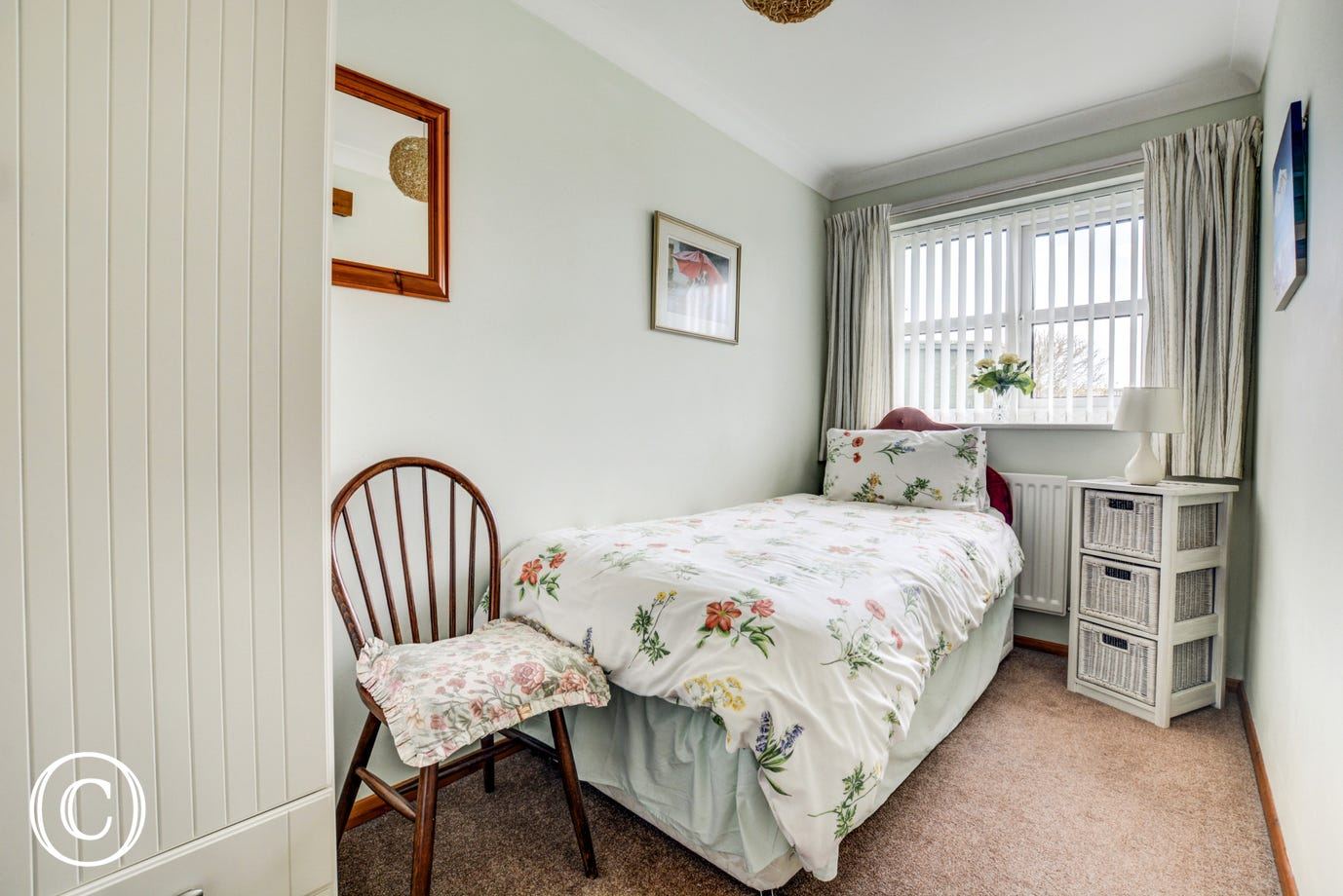 Single bed within bedroom 2