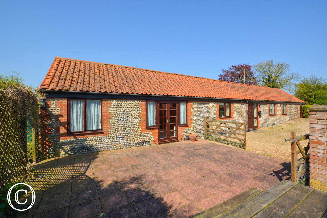 The Stables is an established conversion offering spacious accommodation within walking distance of the beach