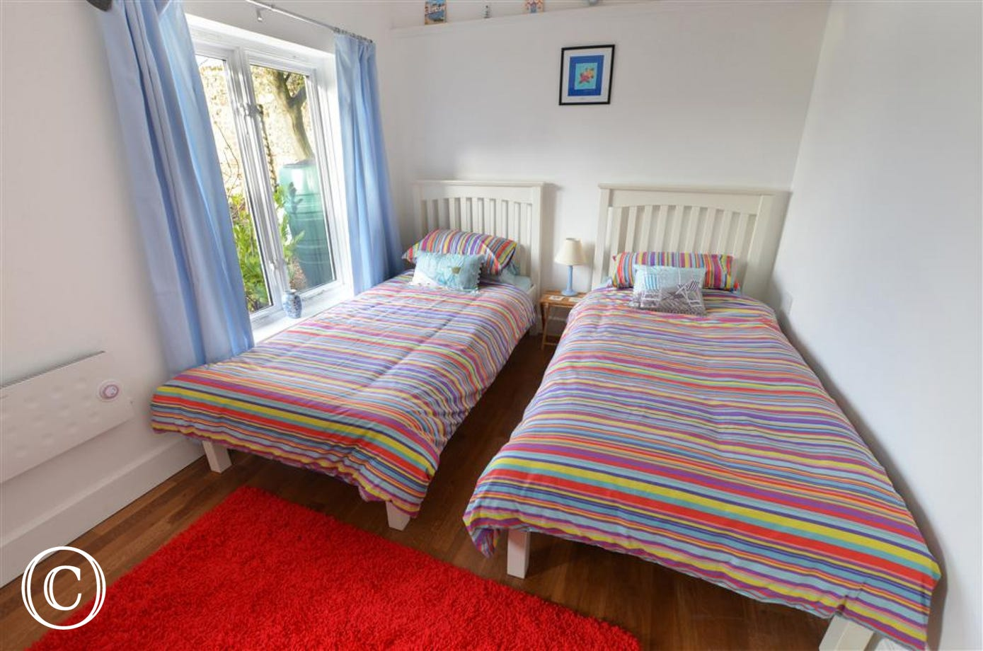 Twin bedded room with beds side by side.