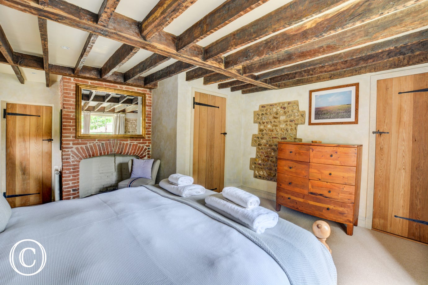 Very spacious bedroom with lots of storage and the added convenience of an en suite shower room