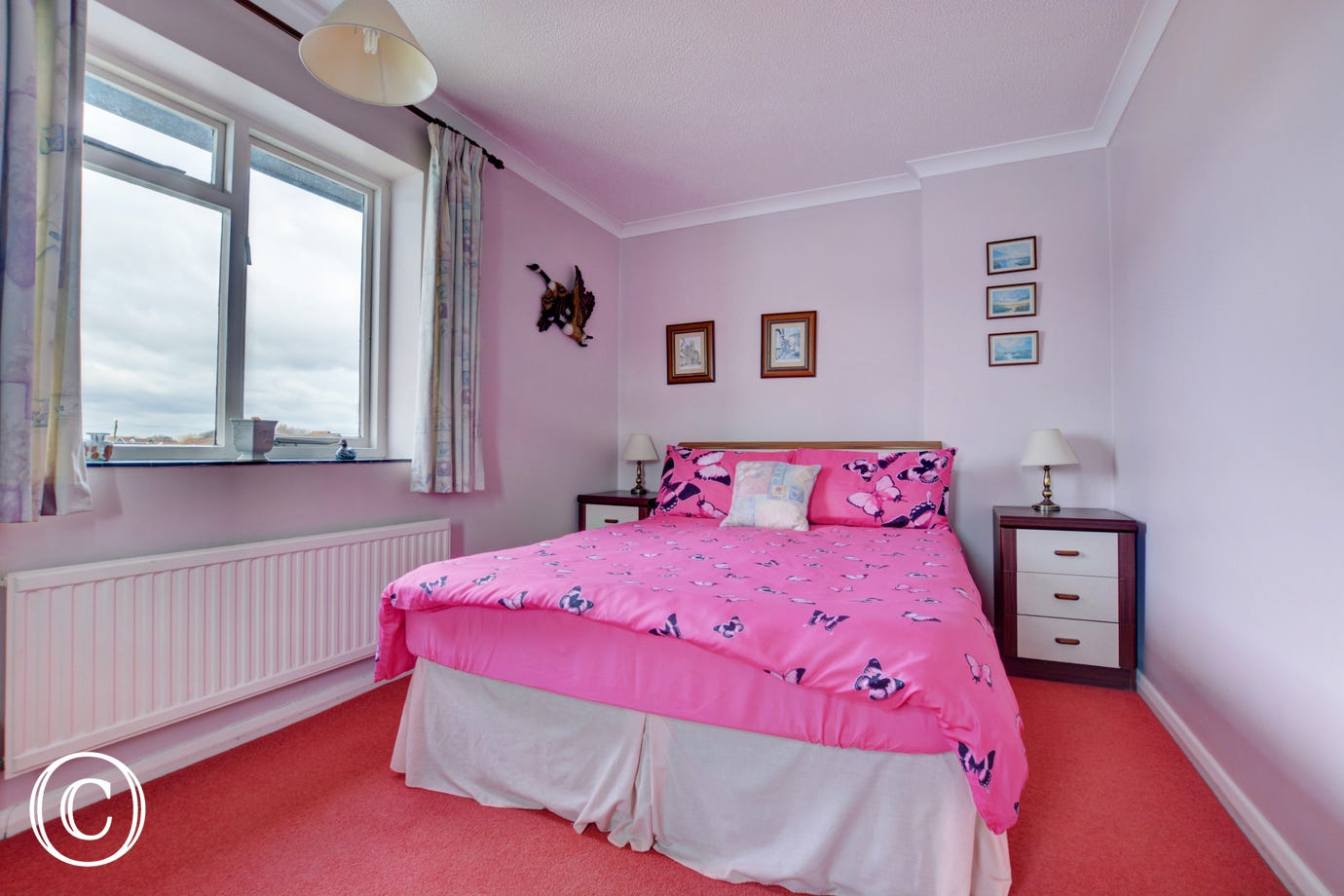 Pretty double bedroom with double bed