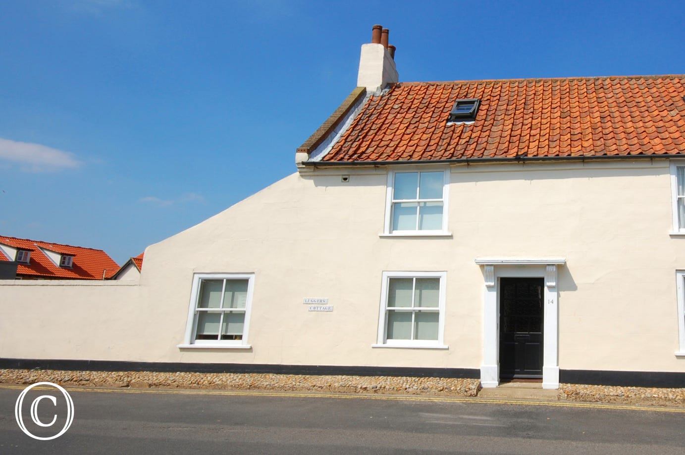 Luggers Cottage is very handy for both the town centre and the Quay.