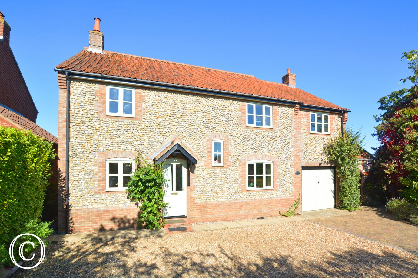 Appletree Cottage is a spacious detached property built in traditional Norfolk brick and flint. It is a delightful, attractively presented cottage, which is well equipped and ideal for a family holiday
