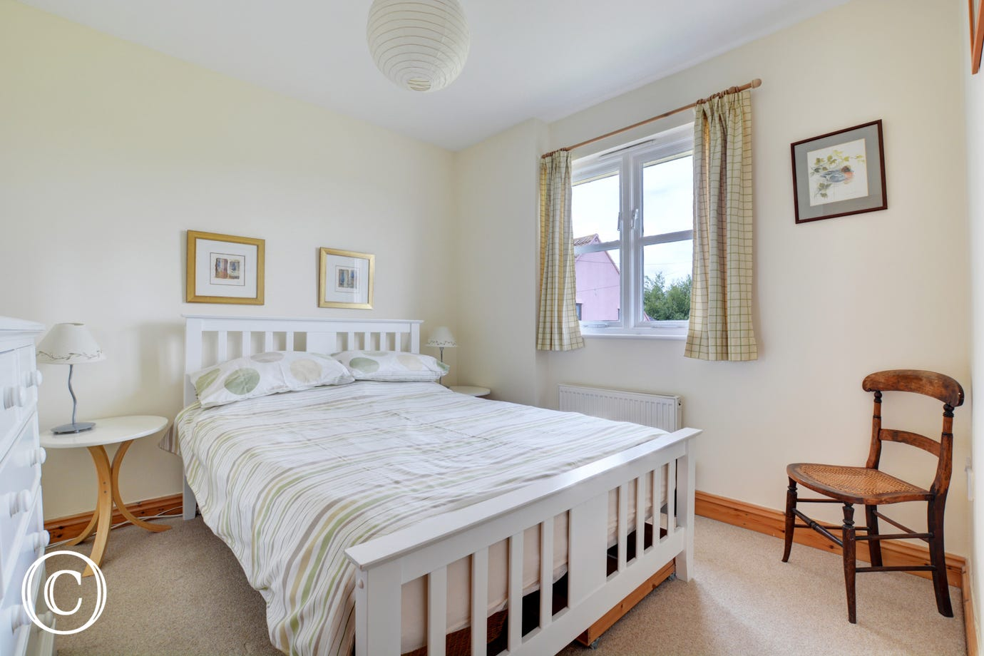 Clasically furnished double bedroom with a double bed