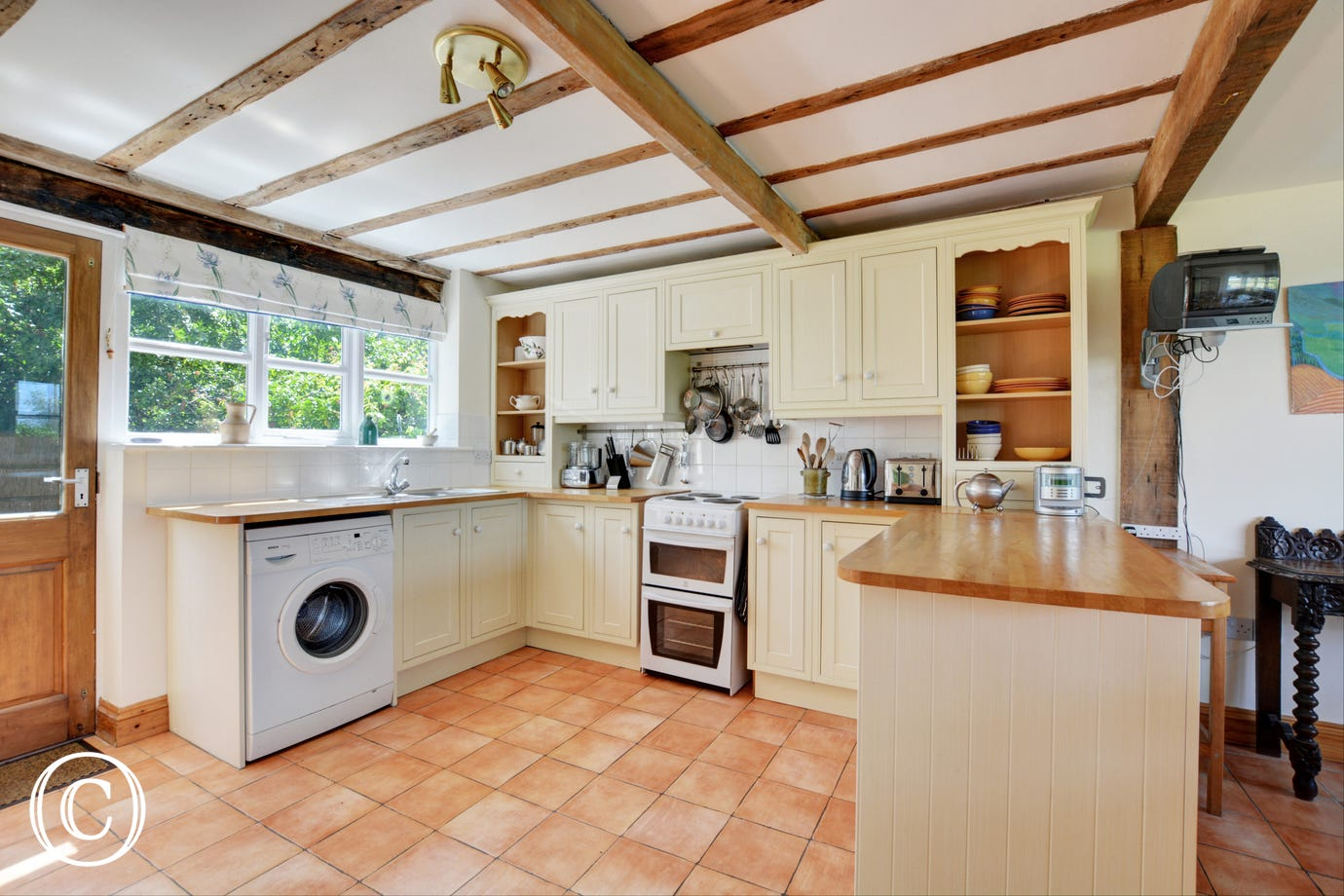Large, spacious farmhouse kitchen with all the major appliances and very well equipped
