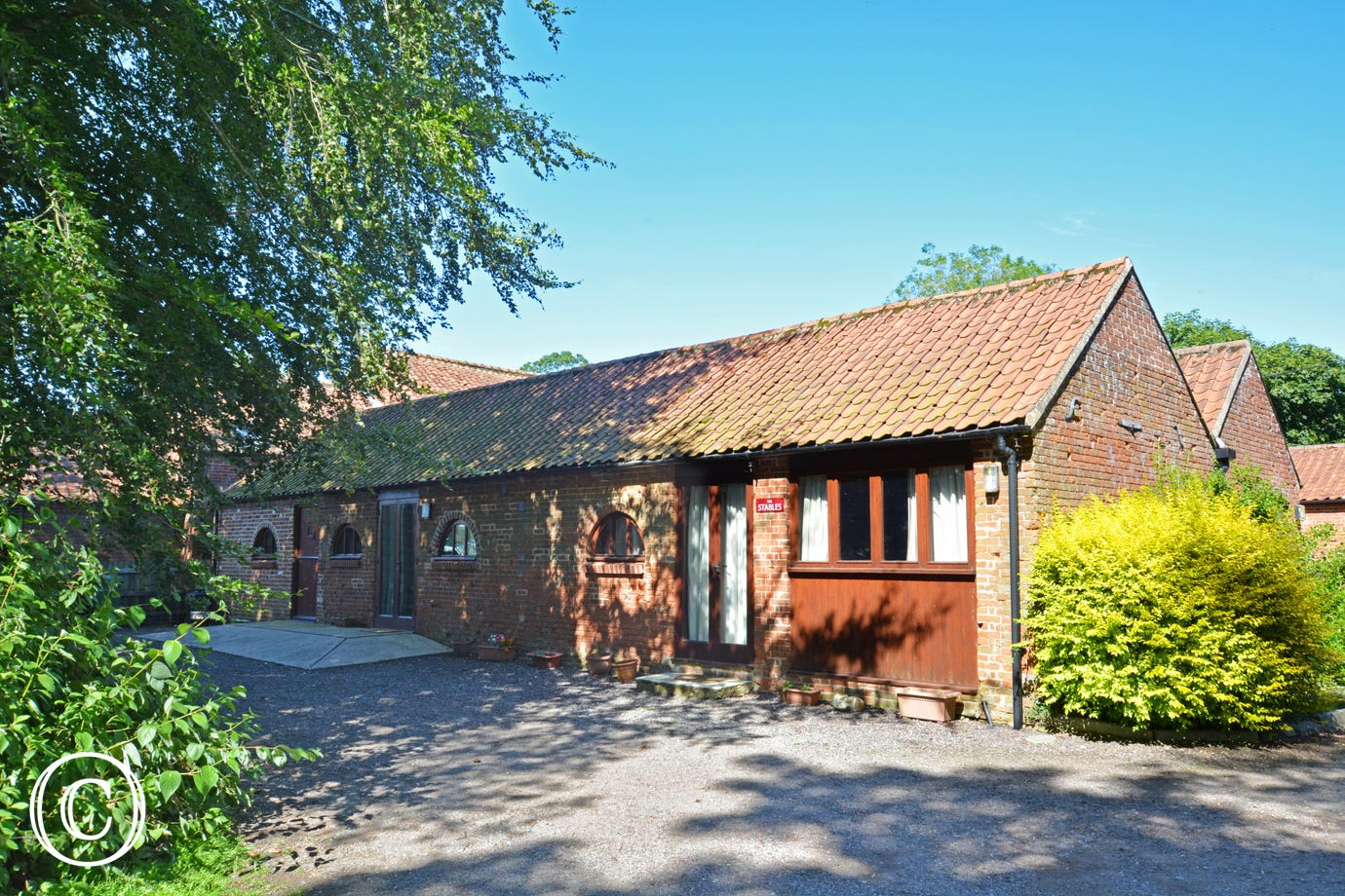 The Stables and The Orchard (property 864) are character single-storey barn conversions, which are situated in the peaceful hamlet of Primrose Green, surrounded by farmland
