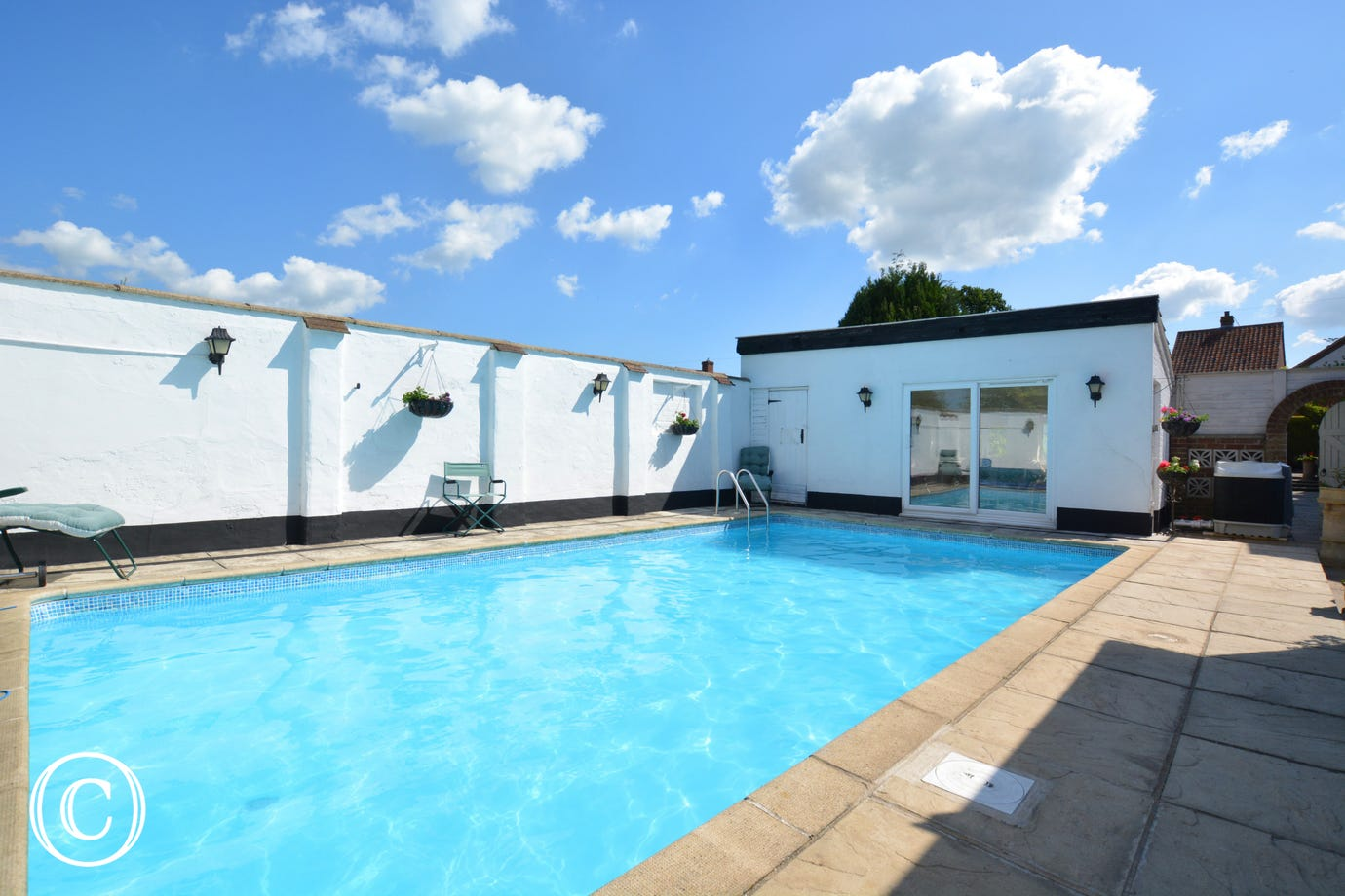 This property has the added luxury of an outdoor swimming pool!