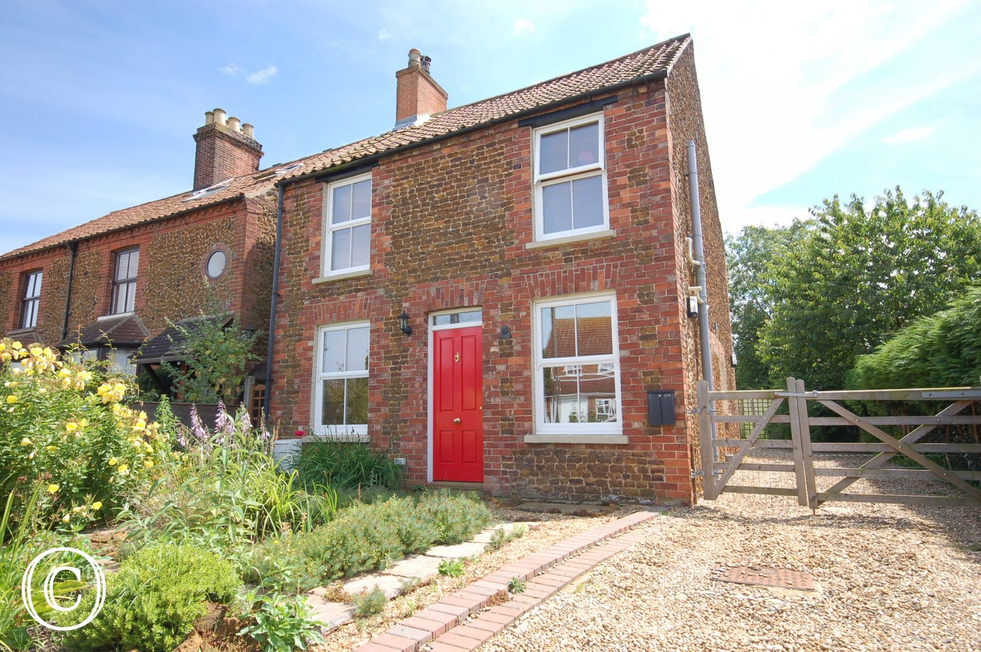 This attractively furnished detached cottage is situated in the centre of the village. It combines character features with modern comforts and is a warm and welcoming place to stay at any time of the year.