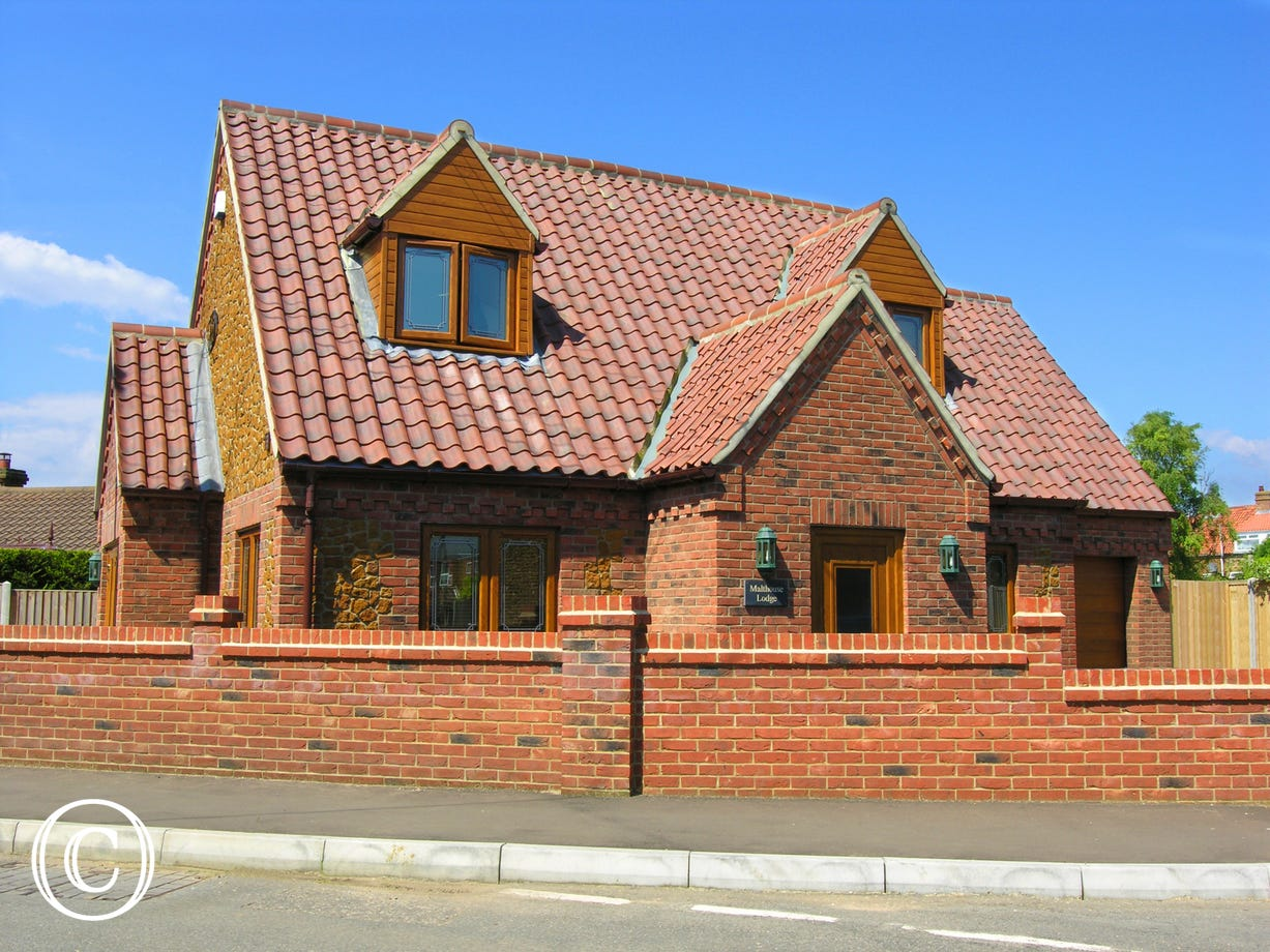 Malthouse Lodge is an attractive modern detached house which has been built using traditional local carrstone