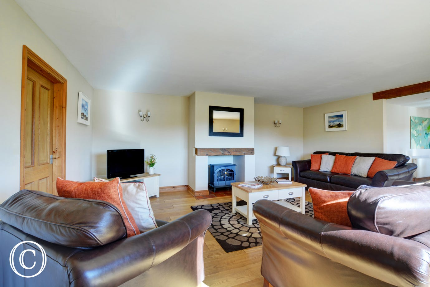 Lovely spacious sitting room with comfy seating