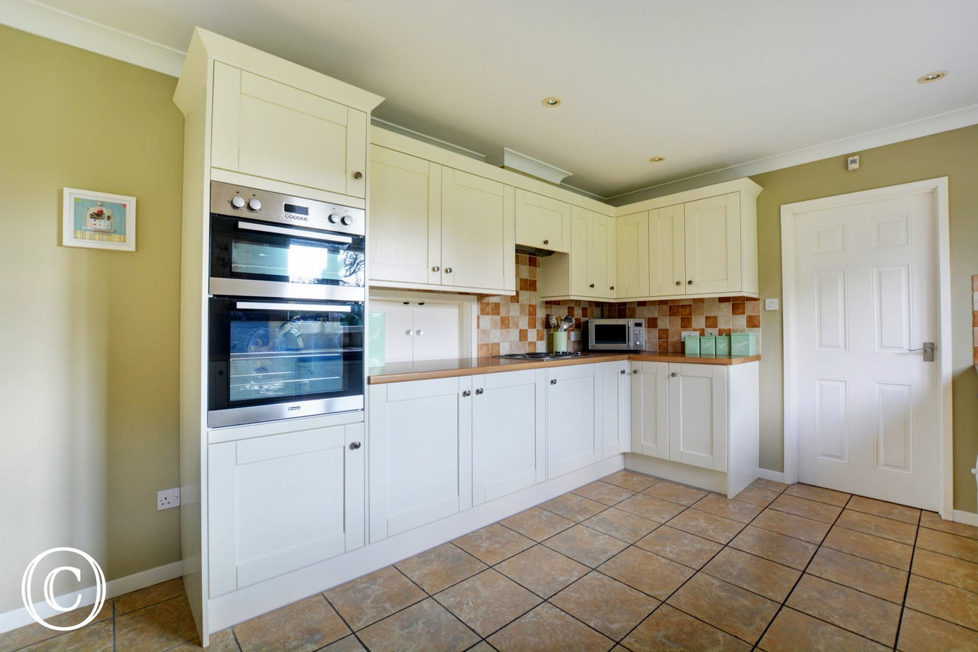 With lots of storage and workspace, this kitchen would be a pleasure to work in