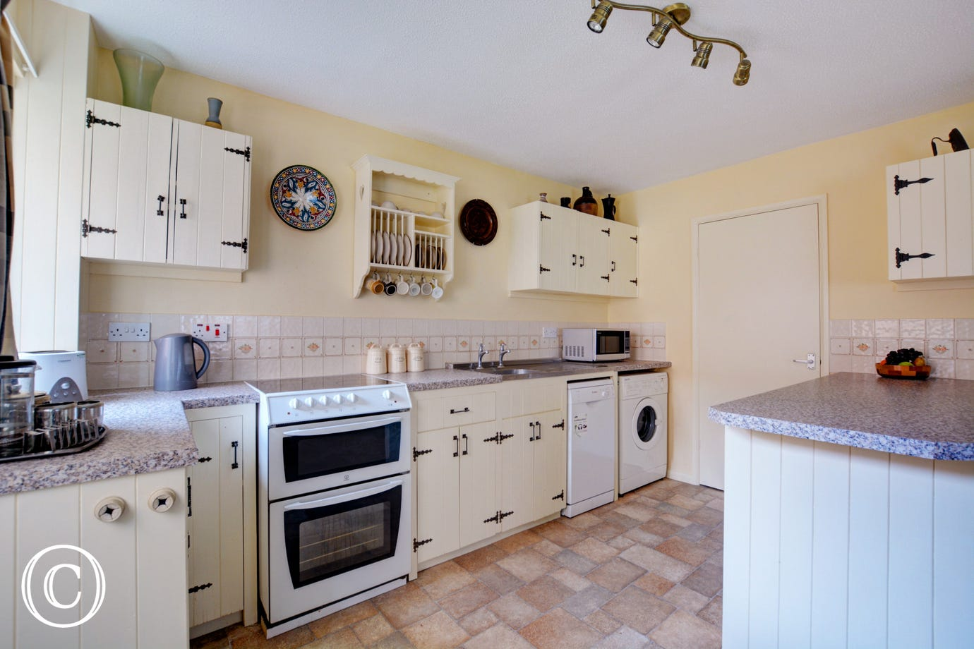 Light and spacious farmhouse style kitchen with most major appliances and well equipped, ideal for preparing meals