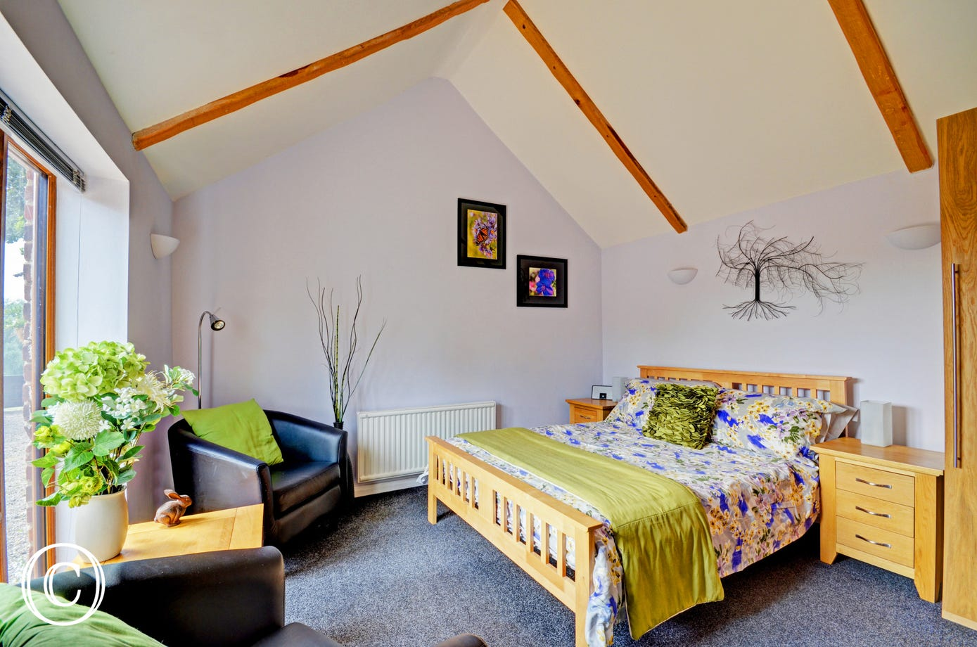 With a beautifully dressed double bed, this is perfect for 2