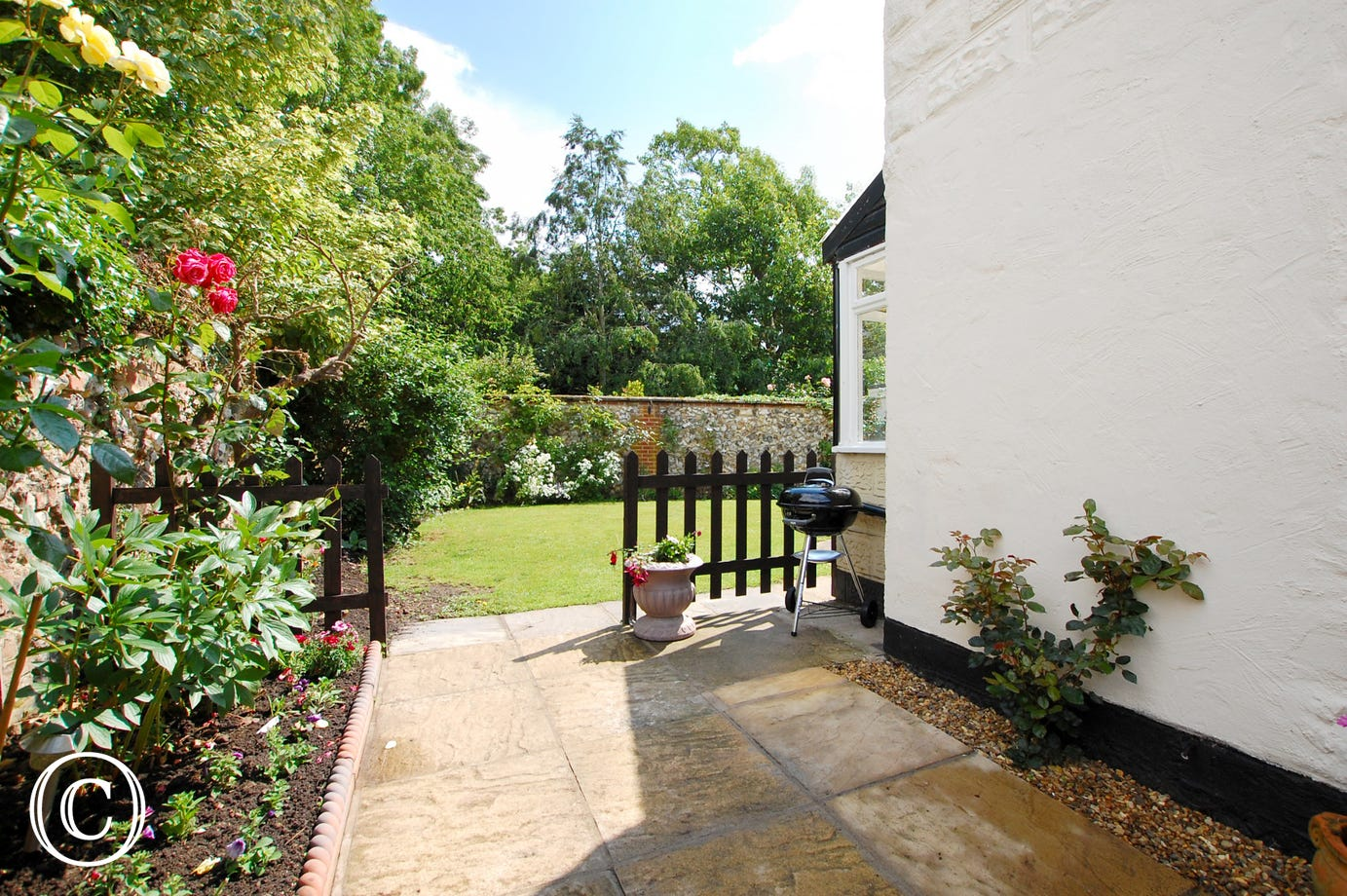 Access to rear garden with barbecue