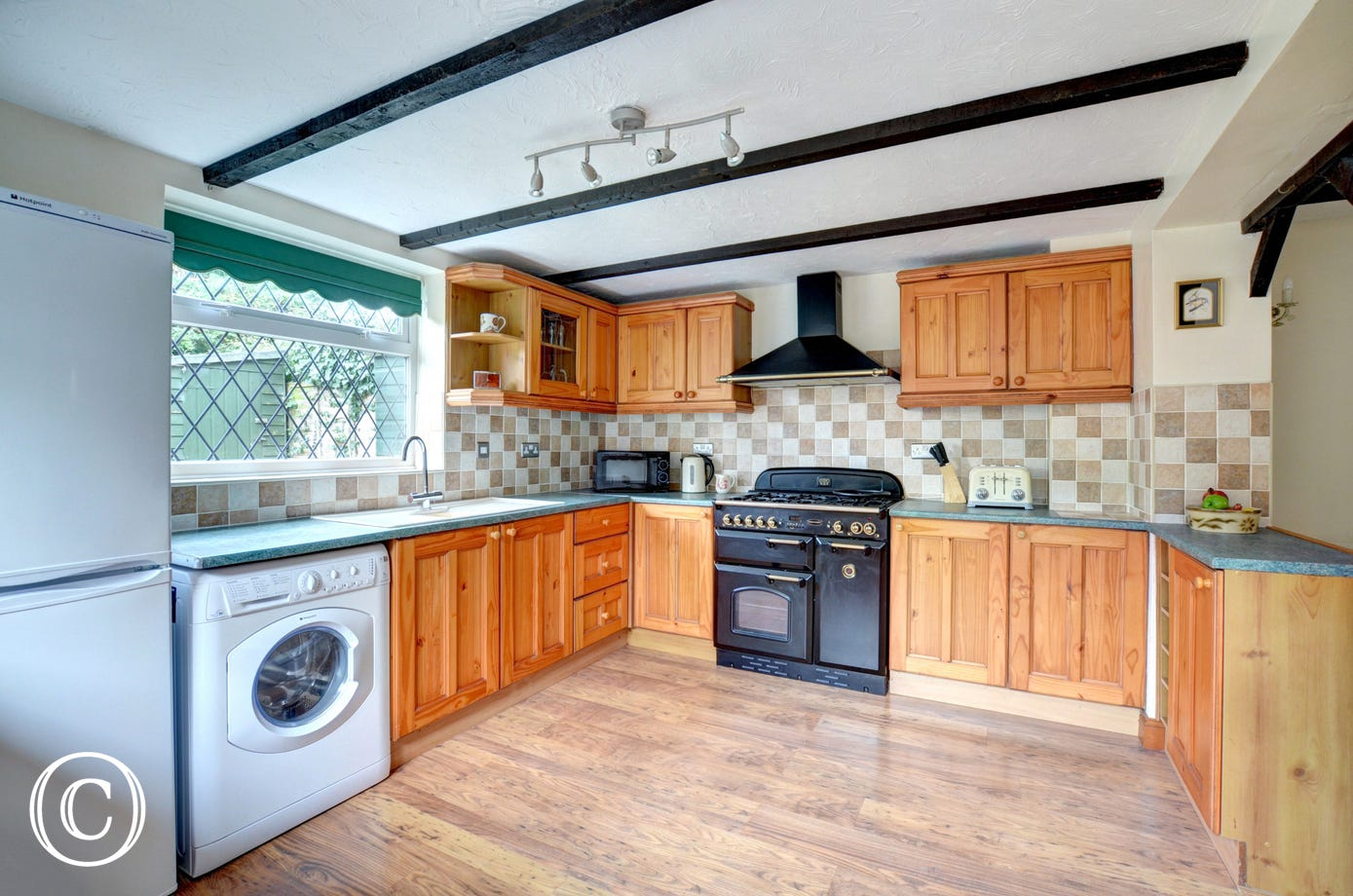 Traditional farmhouse kitchen style kitchen with plenty of storage and worktops