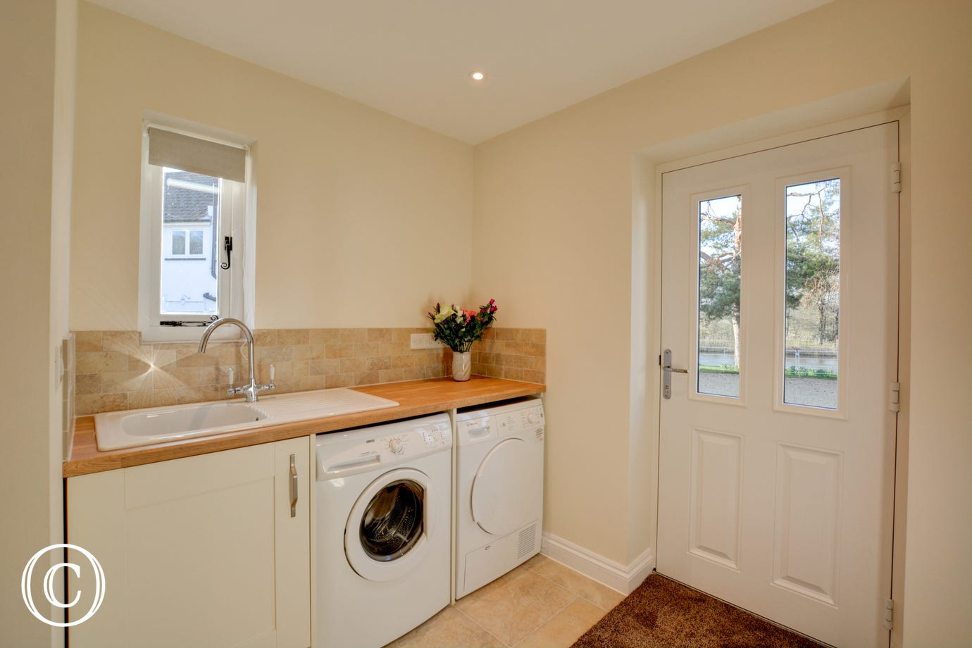Utility Room with washing machine and tumble drier