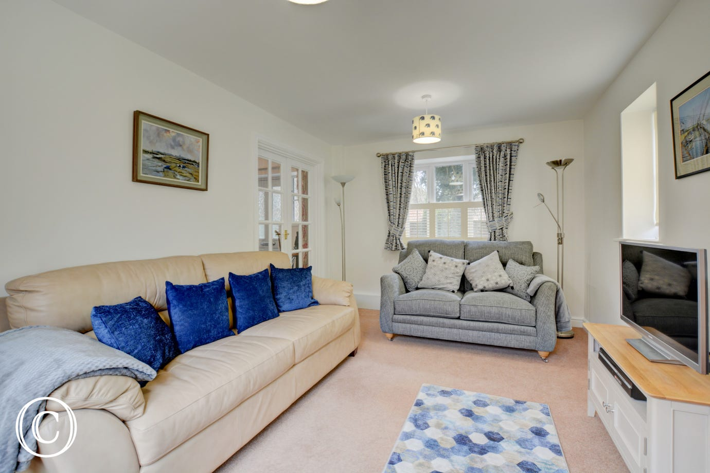Sitting room with comfortable sofas