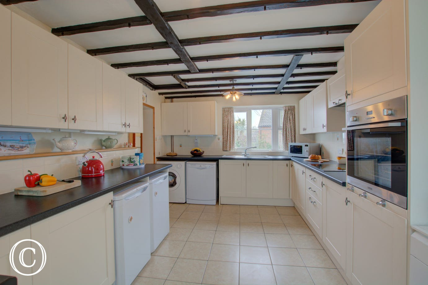 Lovely modern kitchen, well equipped for your self catering break