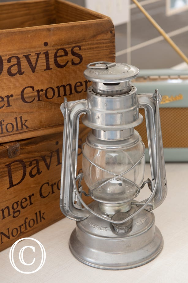 Feature - Hurricane lamp