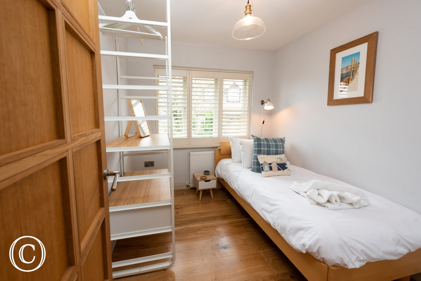 Bedroom 5 with single bed & storage