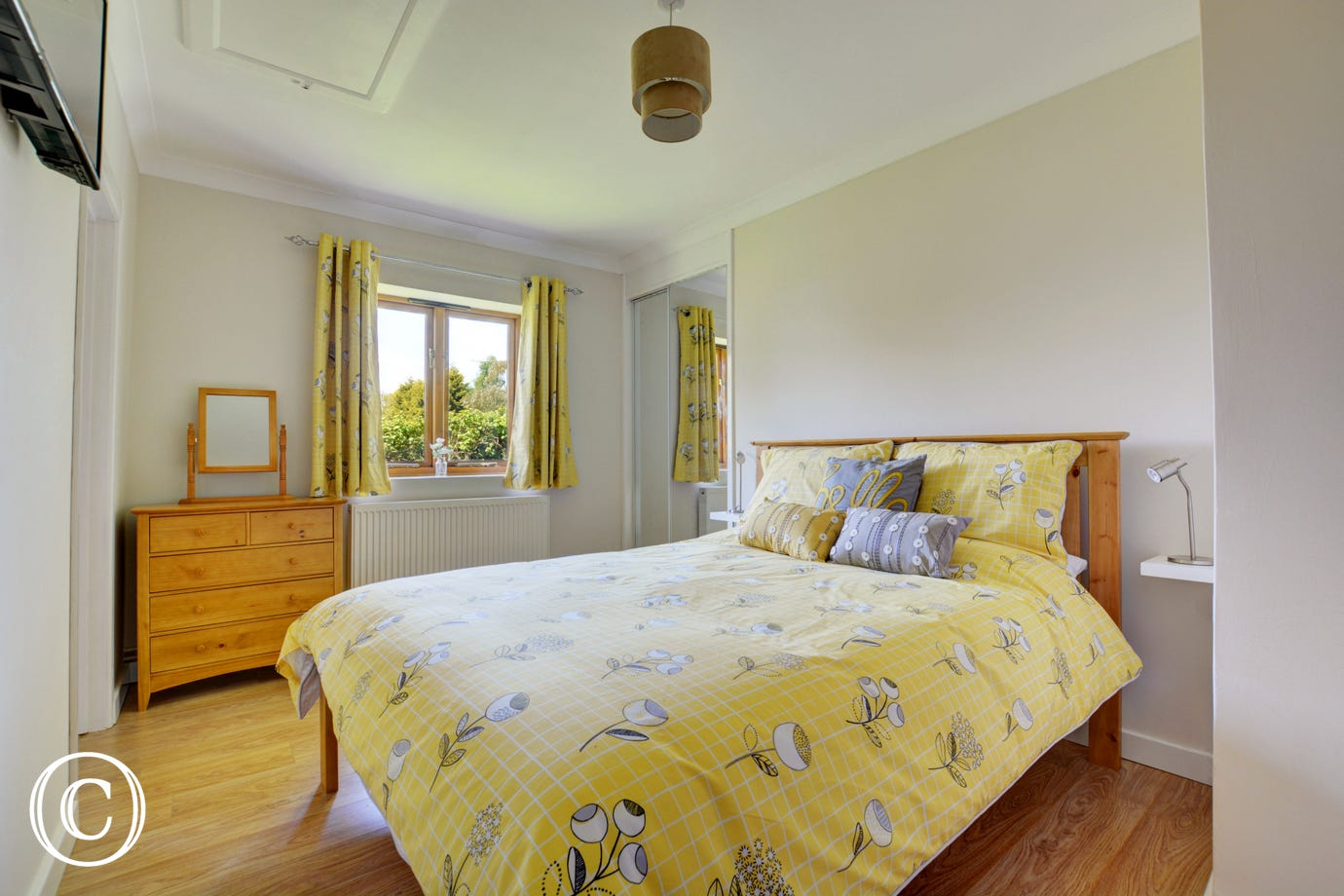 Lovely cosy double bedroom