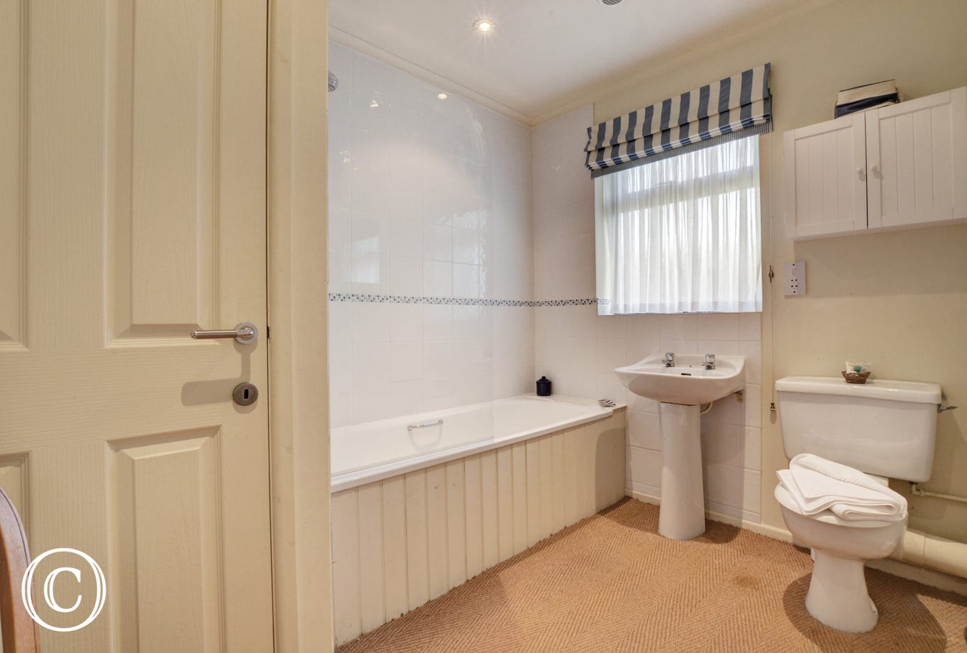 En-suite to bedroom 2 with bath, washbasin and wc