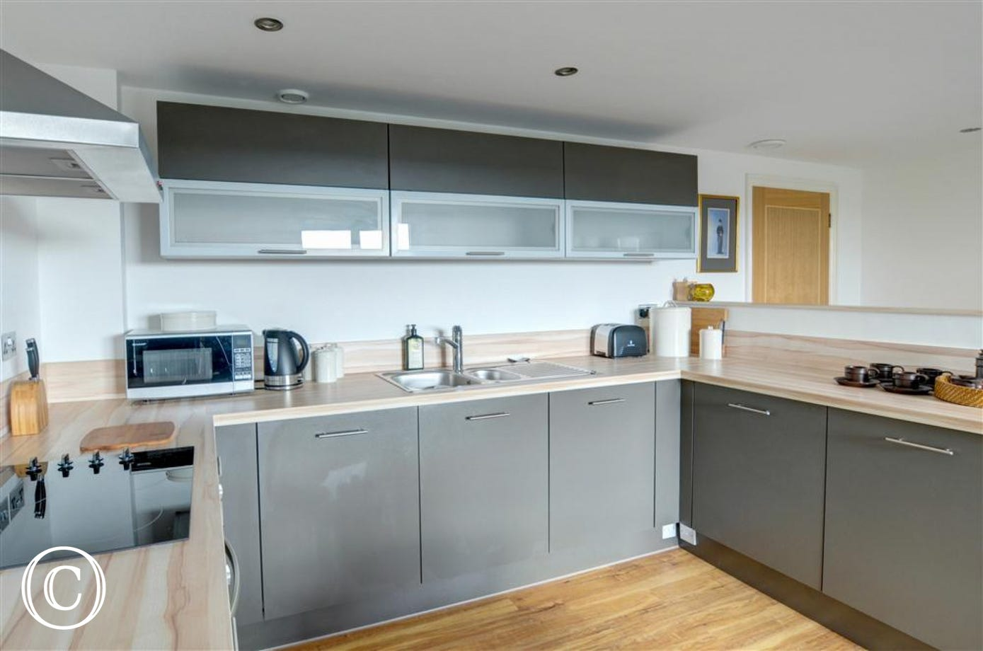 A different view over the modern and well equipped kitchen area