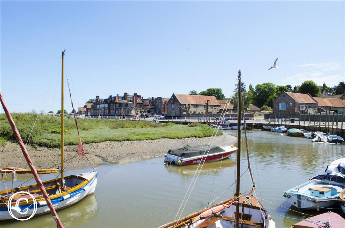 Blakeney Quay is only 2 and a half miles away or a 5 minute drive