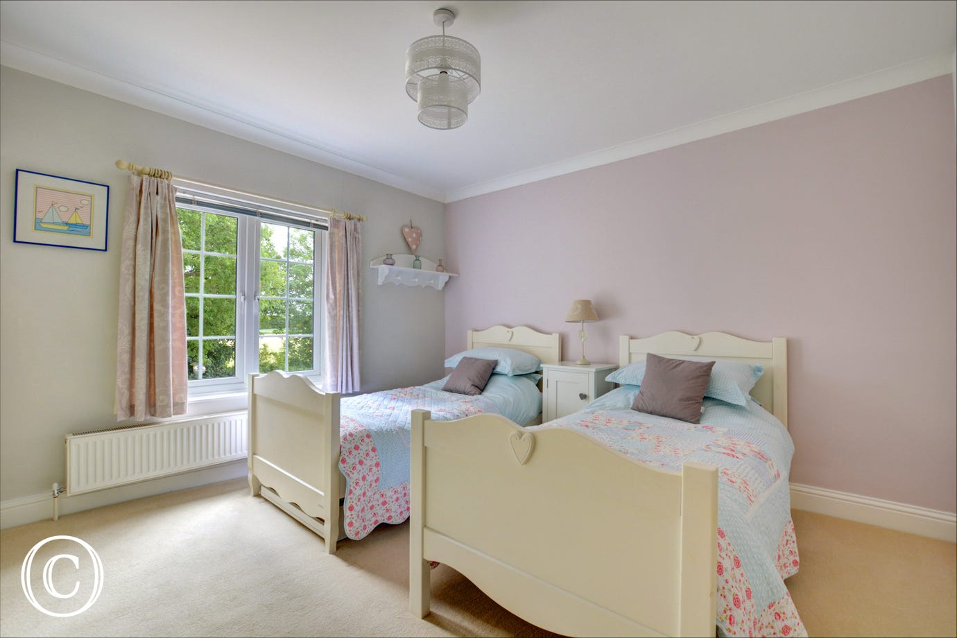 Pretty bedroom 4 with twin beds
