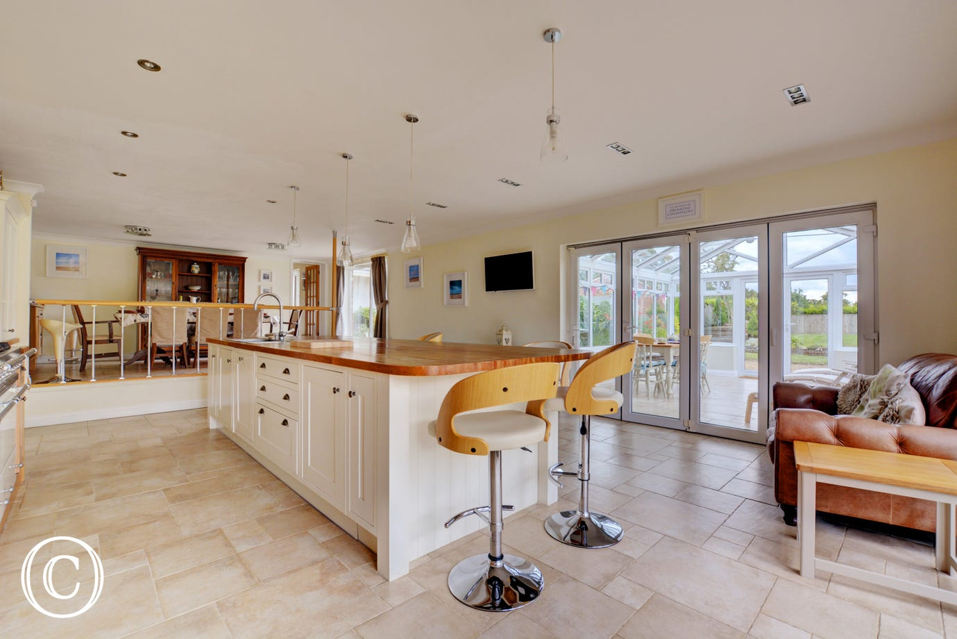 Sociable seating within the kitchen, sit and watch whilst dinner is prepared!