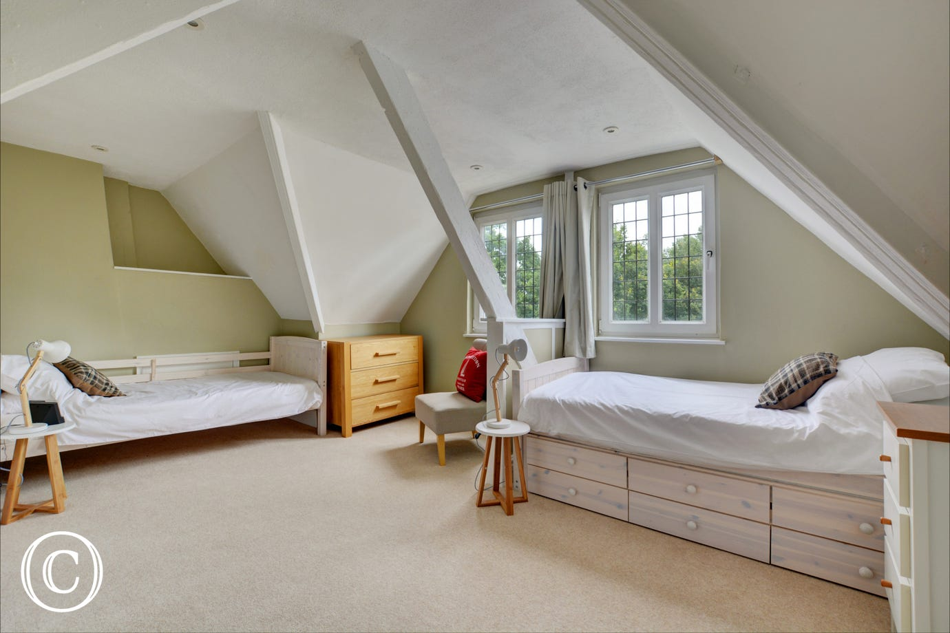 Bedroom 6 with twin beds