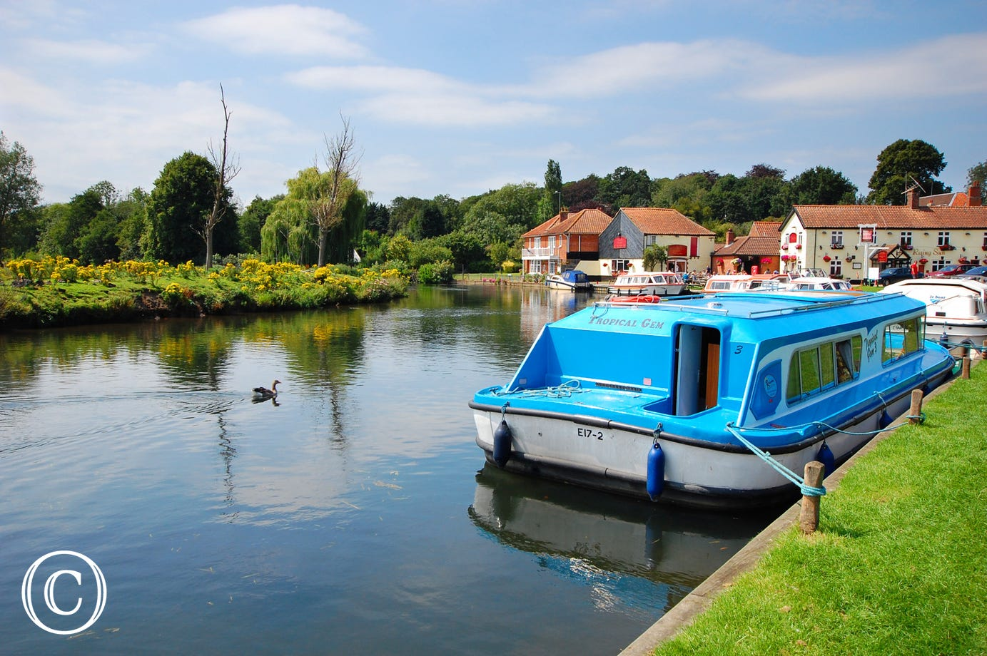 The property is 1 mile from the river Bure