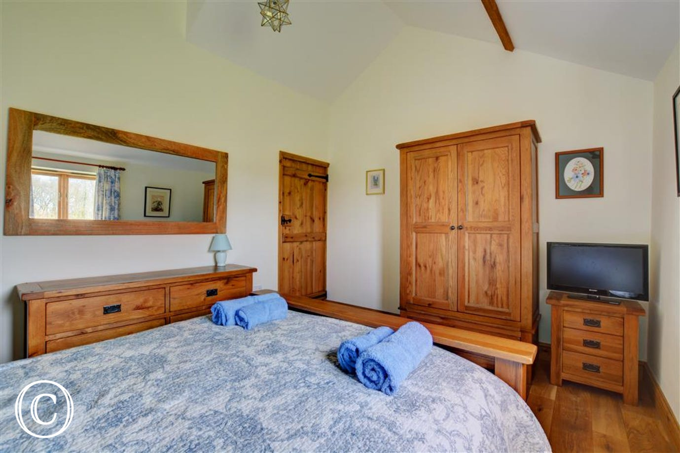 Double bed and storage available in bedroom 1