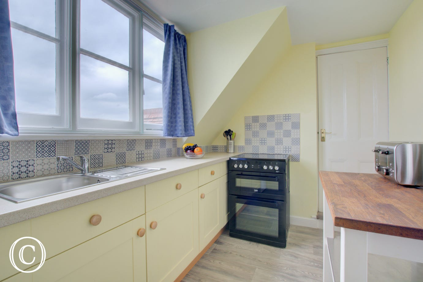 Kitchen with fitted units & freestanding oven