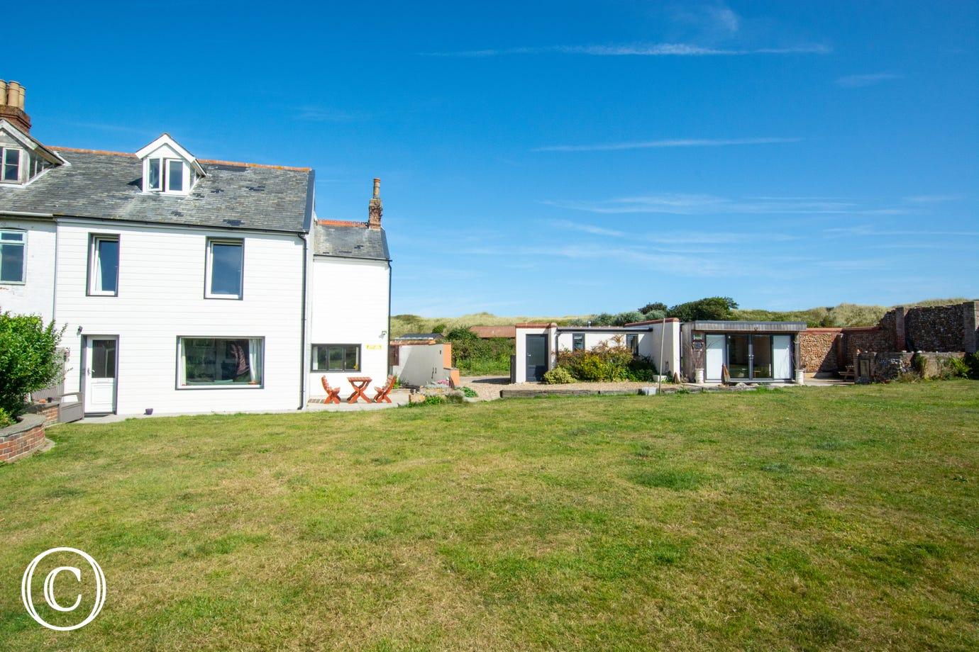 Situated in an ideal location for a seaside holiday, being just a few minutes from the beach.
