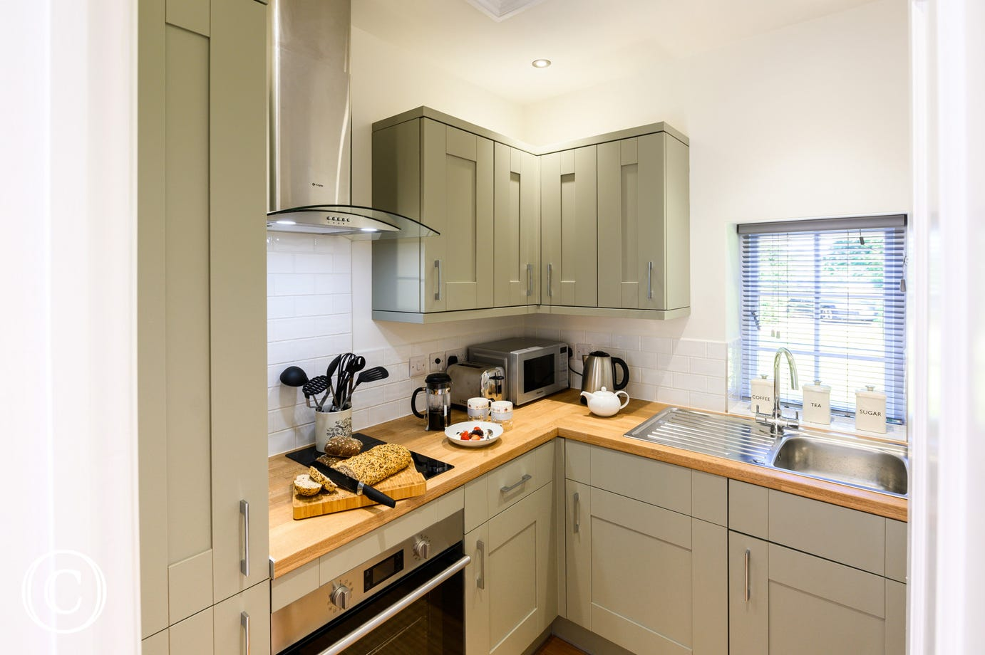 Kitchen with fitted units & built in oven