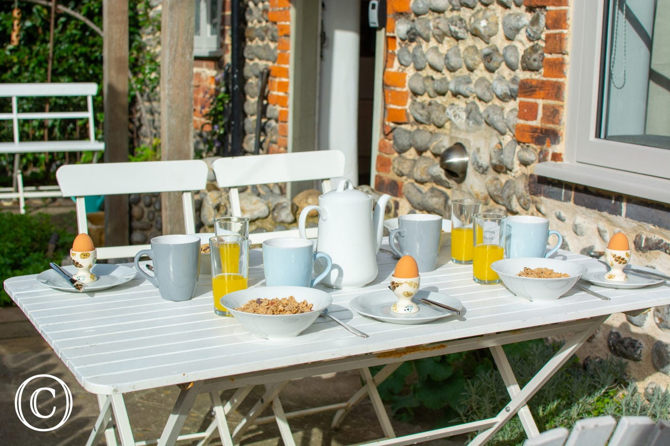 Breakfast alfresco