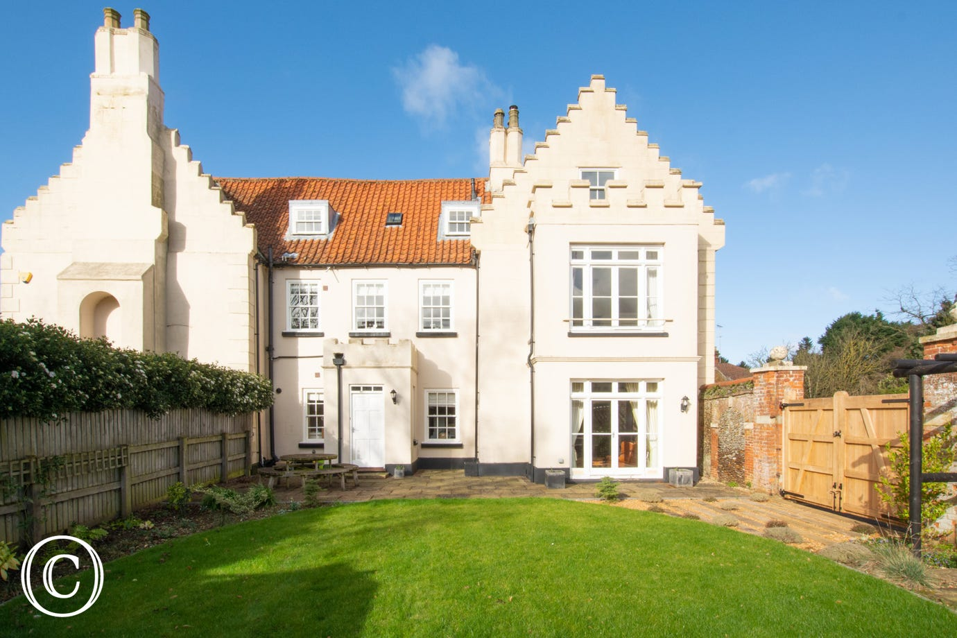 This lovely property is part of the original Old Hall; it was built in 1790 and is one of only two listed properties in Dersingham. The rooms are light and spacious and the property is extremely well equipped throughout