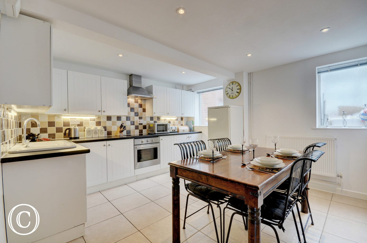 Fitted and equipped kitchen with dining table and  chairs