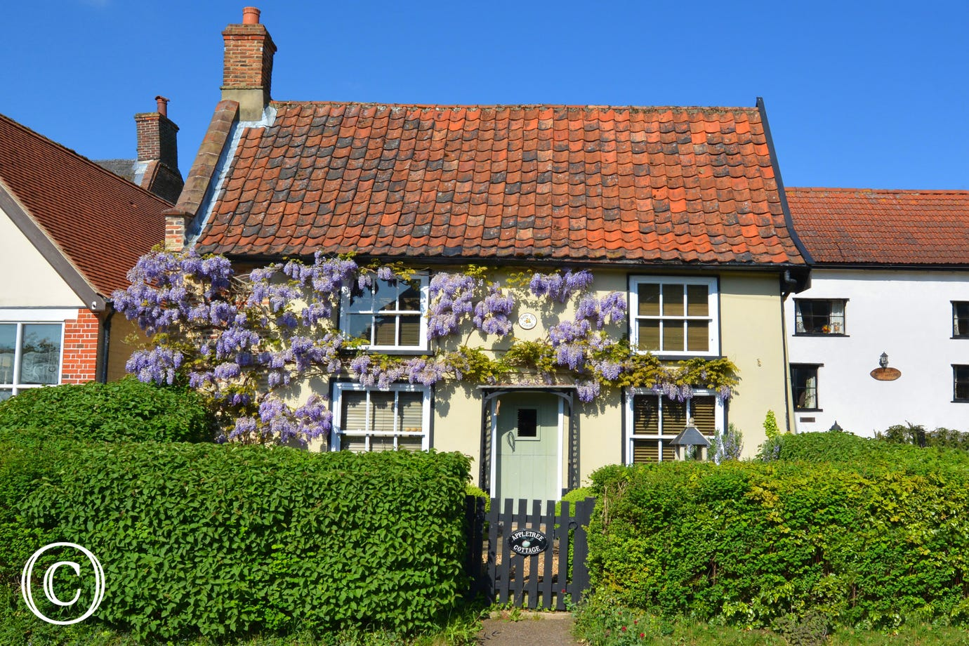 Characterful exterior of Apple Tree Cottage