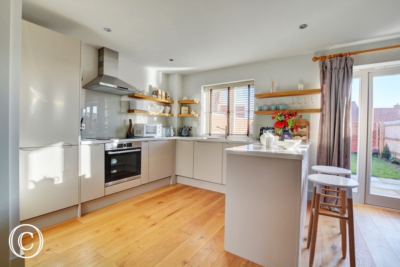 Fitted and equipped kitchen - perfect for cooking up a morning breakfast to fill you up in readiness for a full days exploring!