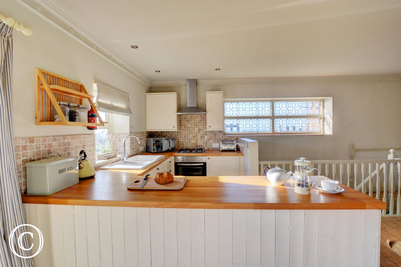 Fitted and equipped kitchen with  built-in electric oven with grill, gas hob, larder fridge, dishwasher and microwave
