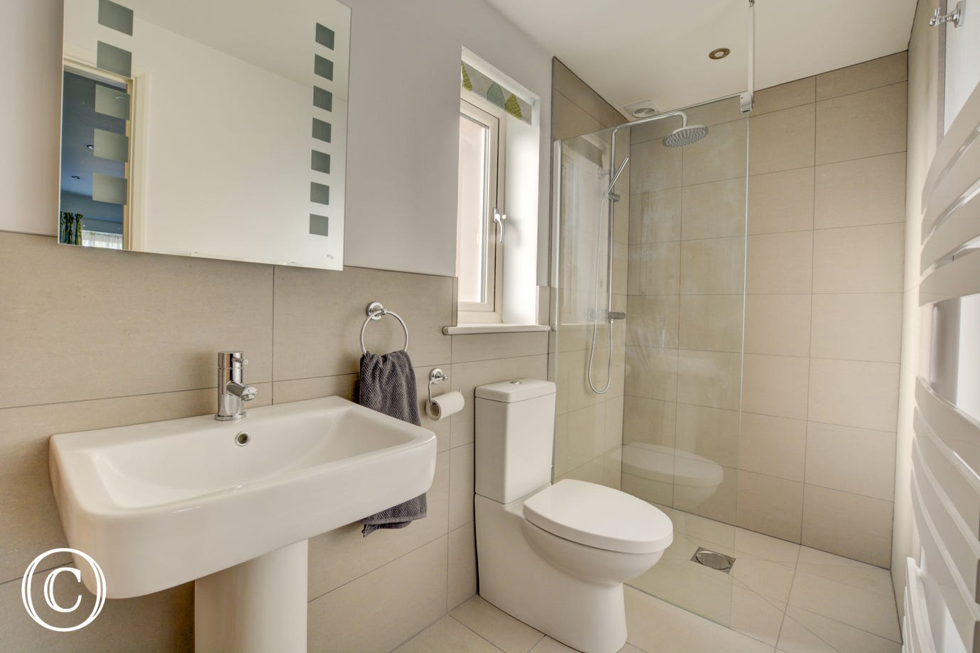 Bedroom 3 En-suite showing shower cubicle