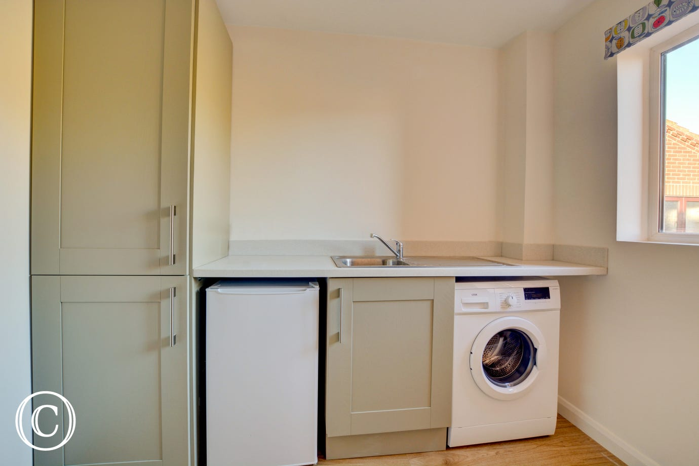 Utility Room showing appliances