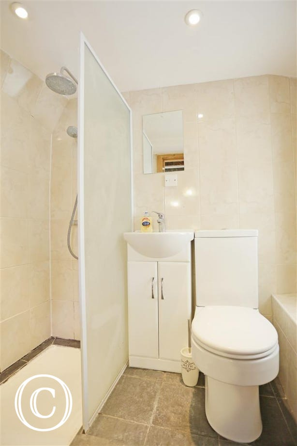 En-Suite Shower Room to Bedroom 1