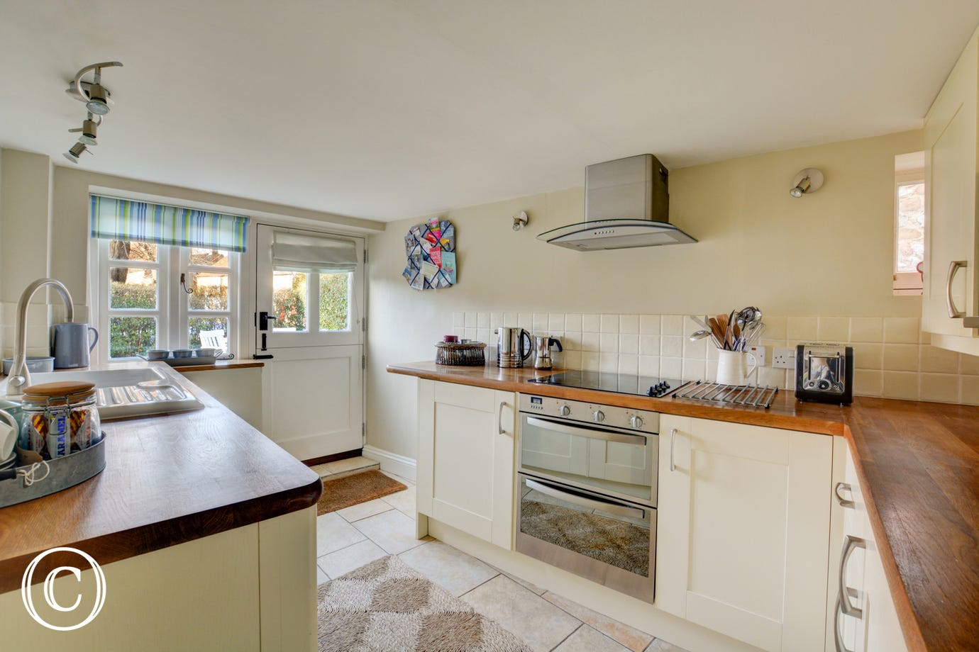 Well equipped, bright and airy kitchen