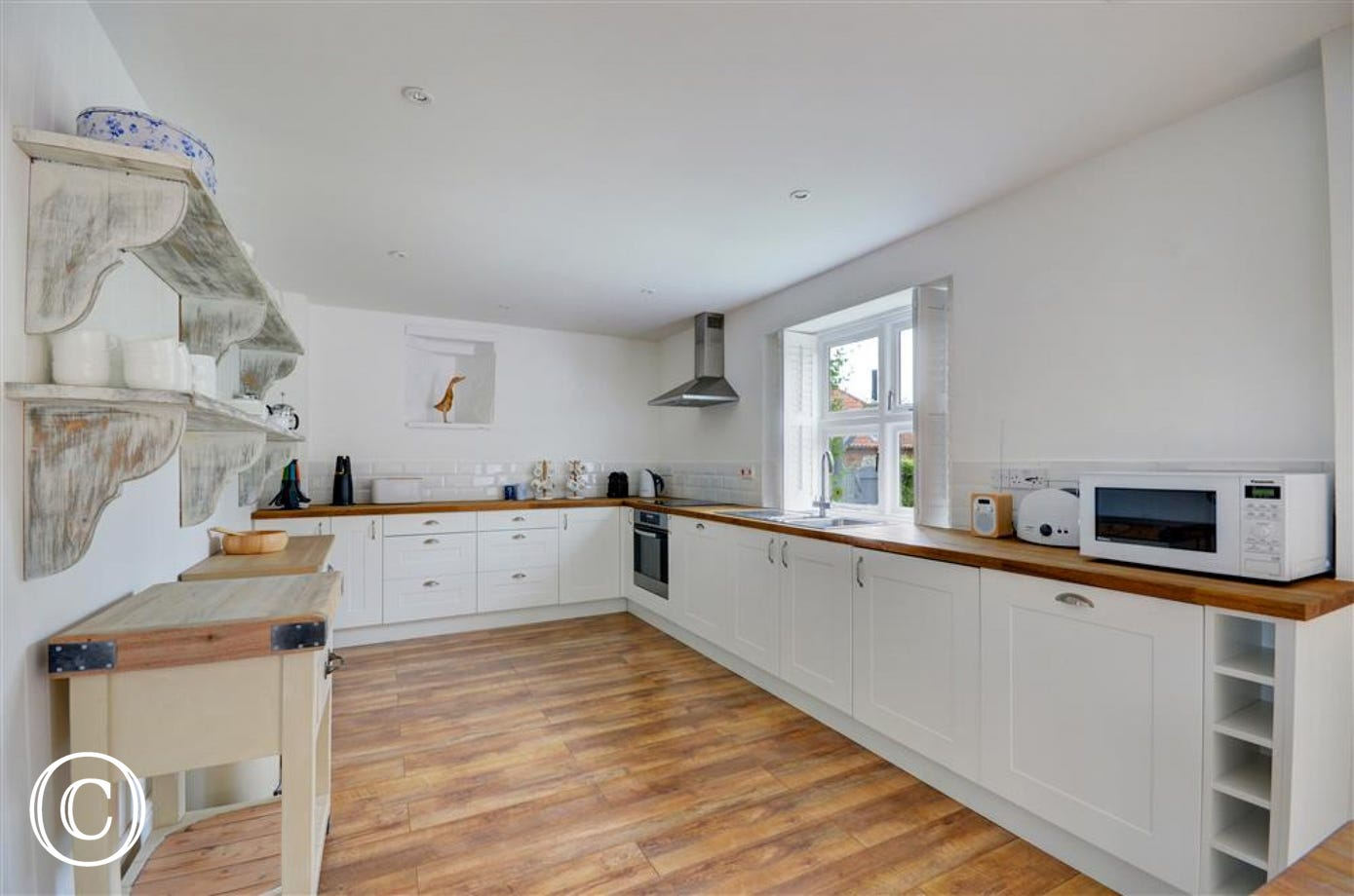 Spacious and well quipped kitchen