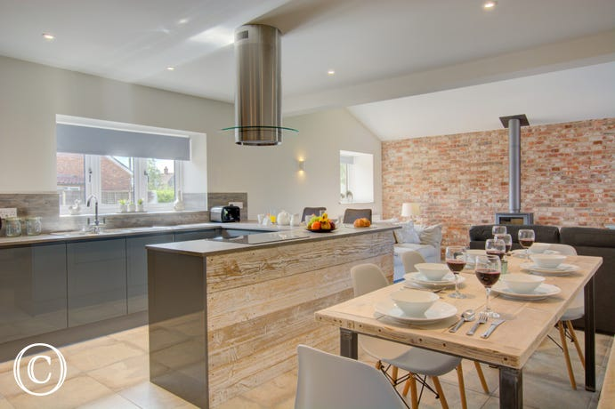 Open plan kitchen/living room with fitted kitchen, dining table & chairs