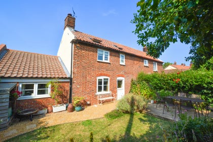 Corner Cottage - just a stones throw from the beautiful Norfolk Broads